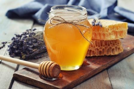 Мед – это сладкое пищевое вещество, которое производится и хранится некоторыми социальными насекомыми-перепончатокрылами.