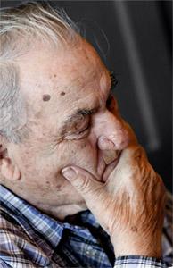 Деменция представляет собой обширную категорию болезней головного мозга, которые вызывают долговременное и часто постепенное снижение способности мыслить и запоминать таким образом, что оказывают влияние на повседневную жизнь субъекта