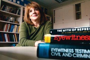 Элизабет Лофтус является ведущим исследователем в области восстановления памяти и ложных воспоминаний