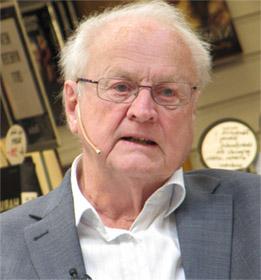 Шведский ученый Арвид Карлссон в своей работе, которая в 2000 году принесла ему Нобелевскую премию, впервые показал, что применение L-ДОФА у животных с симптомами болезни Паркинсона снижает интенсивность симптомов