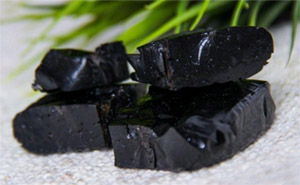Мумие – смесь минералов, традиционно используемых в аюрведе, содержит биоактивную фульвокислоту