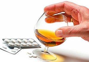 Около 30% людей с паническими расстройствами употребляют алкоголь и 17% - другие психотропные препараты