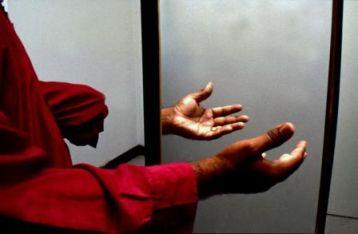 Фантомные боли описываются как ощущение, которое человек испытывает по отношению к конечности или органу, который физически не является частью его тела.