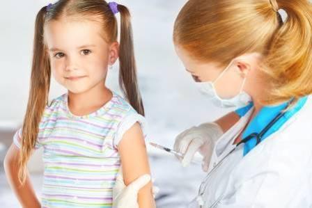 Вакцинация – это введение вакцины в организм с целью помочь иммунной системе развить защиту от болезни. Вакцины содержат микроорганизм или вирус в ослабленном или убитом состоянии, или белки или токсины из организма.